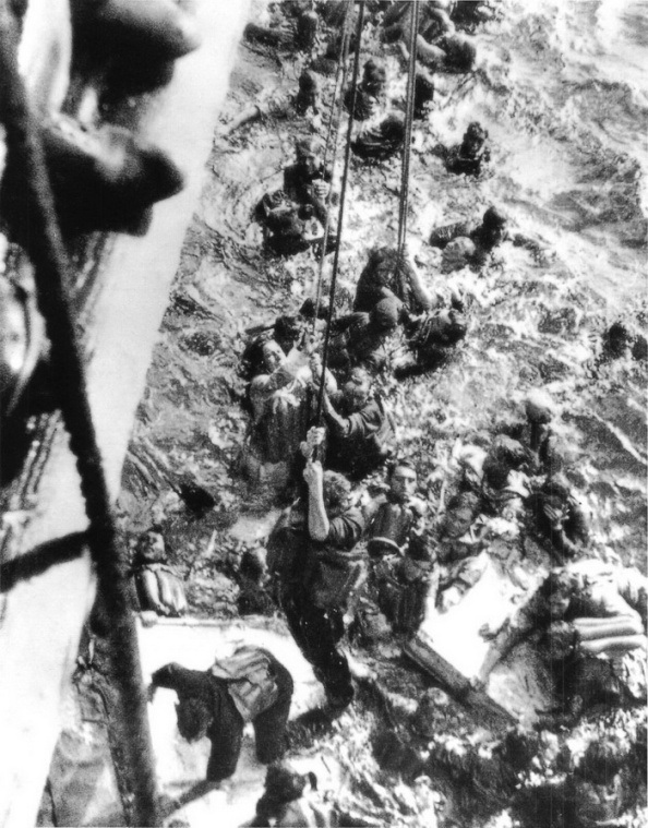 Rescate de supervivientes. Foto: www.fotosmilitares.org