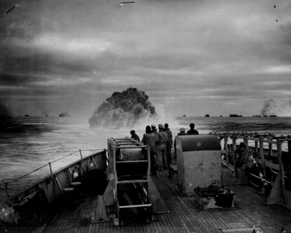 Cargas de profundidad - Foto archivo de Charles McCain