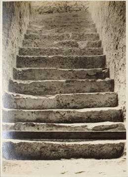 Escaleras de entrada a la tumba de Tutankhamon - Foto por Harry Burton - Archivo de la Universidad de Heidelberg