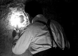Carter en la tumba de Tutankhamon - Foto por Harry Burton