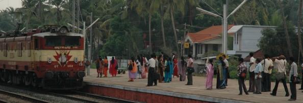 Estación de tren en Kerala, India - Foto por Mi Lawrence