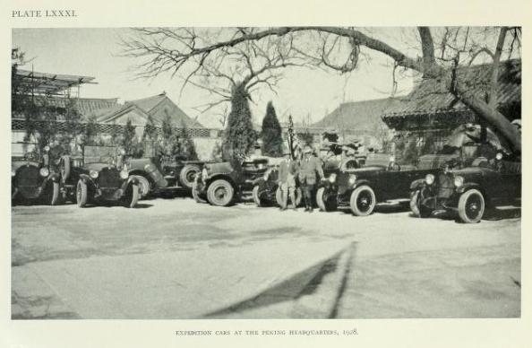 La expedición de Andrews en su Cuartel General de Pekín