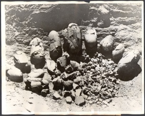 Huevos de dinosaurio encontrados por la expedición de Andrews en el Gobi, Mongolia
