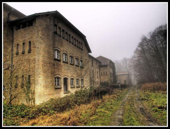Sanatorio de tuberculosos abandonado en Francia - Foto por Abandonalia - www.abandonalia.blogspot.com