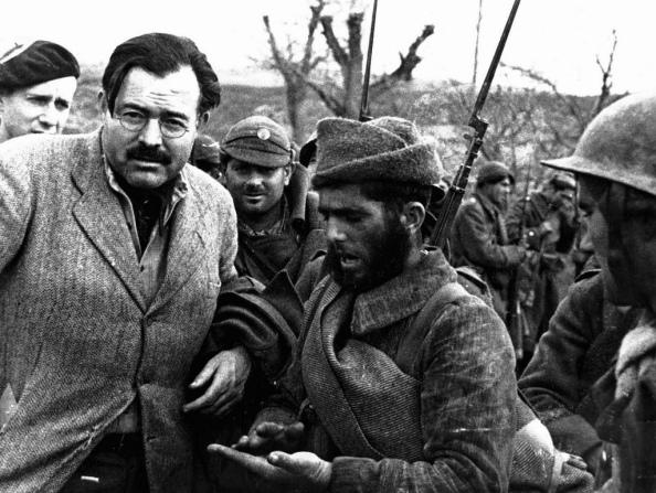 Ernest Hemingway - Foto Robert Capa