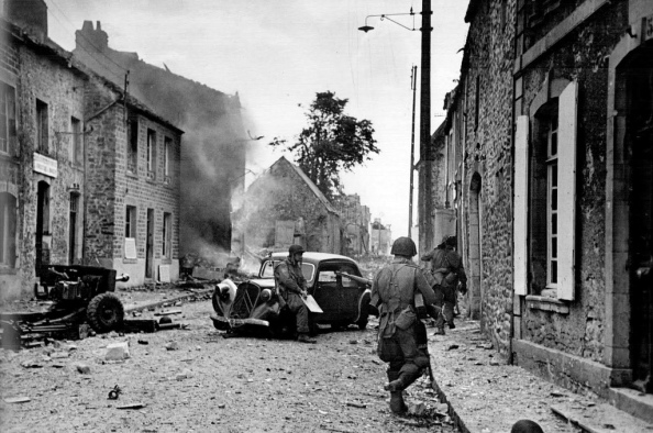 Soldados de la 82 División Aerotransportada de EEUU, Saint-Sauveur-le-Vicomte, Francia, 16 de junio de1944 - Foto Robert Capa
