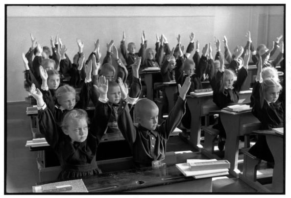 Unión Soviética. Moscú 1954. Escuela Elemental - Foto por Henri Cartier-Bresson